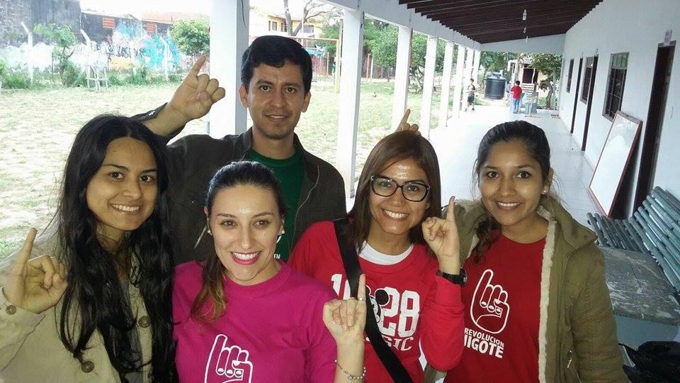 Valeria, Mari, Alex, Emilene y Natividad, parte del equipo Alacucha, todos voluntarios apasionados. ¡BRAVO!