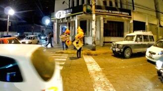 Patitas rumbo a la plaza principal de la ciudad