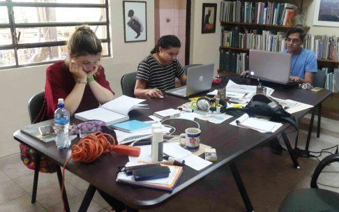 María (estudiante de planificación territorial que nos visita desde Alemania), y los diseñadores Nancy y Eduardo.
