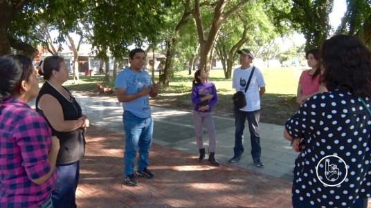 El ingeniero forestal Vicente Tapia explica la importancia de conocer los árboles de nuestros barrios.